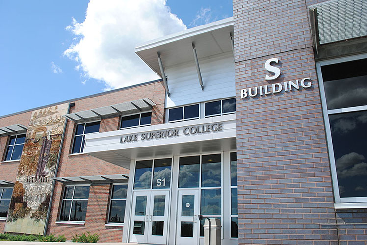 S Building on Lake Superior College Campus